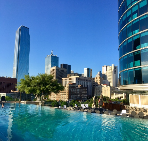 Dallas Omni pool