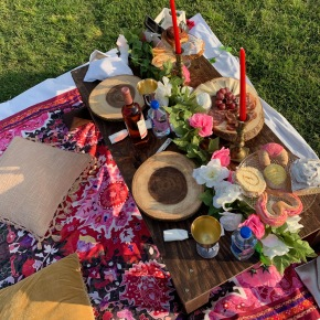"""Get a Picture-Perfect Spread with Luxury Delivery Service """"Picnics in theCity"""""""